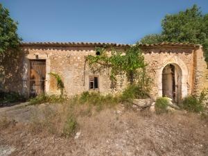 Venta de finca en son macia con casas antiguas para restaurar