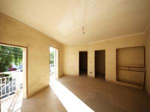 Finca de 420 metros con local comercial y tres viviendas en Manacor
