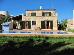 Gran casa típica Malloquina con jardín y piscina en Campos.