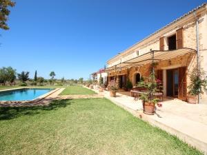 Magnifica finca en Campos con calidades de lujo y vistas a Cabrera.