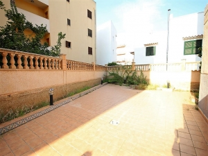 Planta baja con patio y garaje en Cala Ratjada
