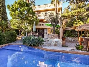 Finca con 4 apartamentos independientes y con vistas al mar, en Cala Millor