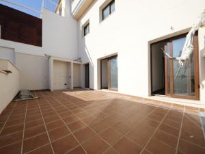 Piso de nueva construcción en planta baja en Villafranca de Bonany