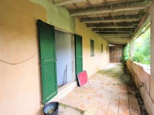 Finca con 175 m2 construidos en terreno de 6861 m2 en Llubi.