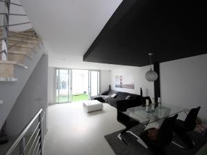 Casa con garaje y terraza,lista par entrar a vivir