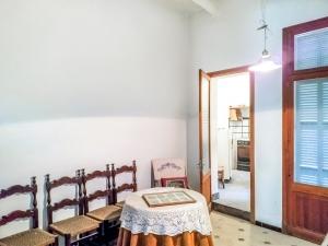 Casa con patio techo libre en el centro de Manacor