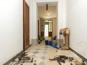 Casa con patio para reformar en Petra