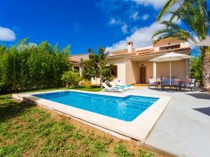Villa con piscina y alquiler vacacional en Sa Coma