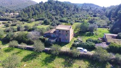 Típica casa Mallorquina situada en valle lleno de Naturaleza