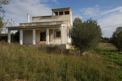 Finca con amplia casa y vistas al mar desde terraza azotea en Son Carrio