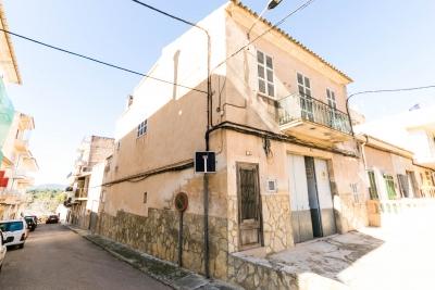 Casa con gran patio, terrazas y con salida a tres calles en Porto Cristo