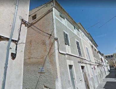 Casa antigua de piedra ubicada en el casco antiguo de Arta