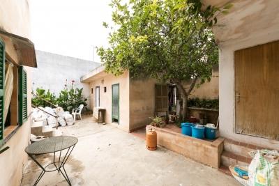 Casa en Manacor con garage y jardín, posibilidad varias viviendas