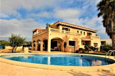 Villa con piscina y alquiler vacacional en Calas de Mallorca