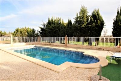 Finca a tan solo unos minutos de algaida con piscina