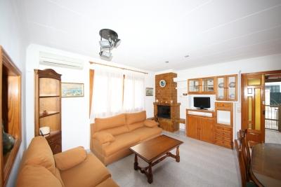 Casa de tres dormitorios, terraza y garaje en Cala Morlanda