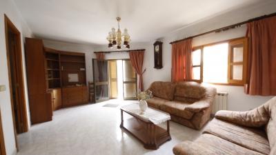 Casa Unifamiliar de tres alturas que da a dos calles con unos 270 m² con cochera y Terraza de unos 2